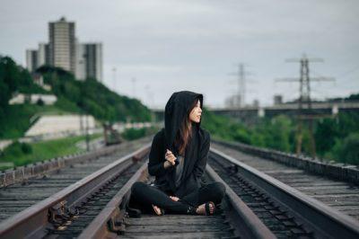 韓国歌手IU(アイユー)が愛用するオシャレなお呼ばれファッションコーデ