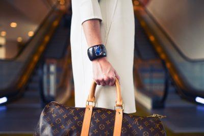 FURLA フルラの定番バッグはオシャレなお呼ばれ服の必須アイテム